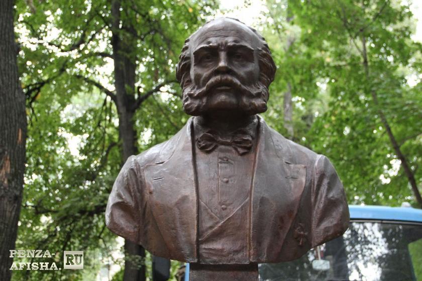 Фото - Памятник Лаврентию Алексеевичу Загоскину